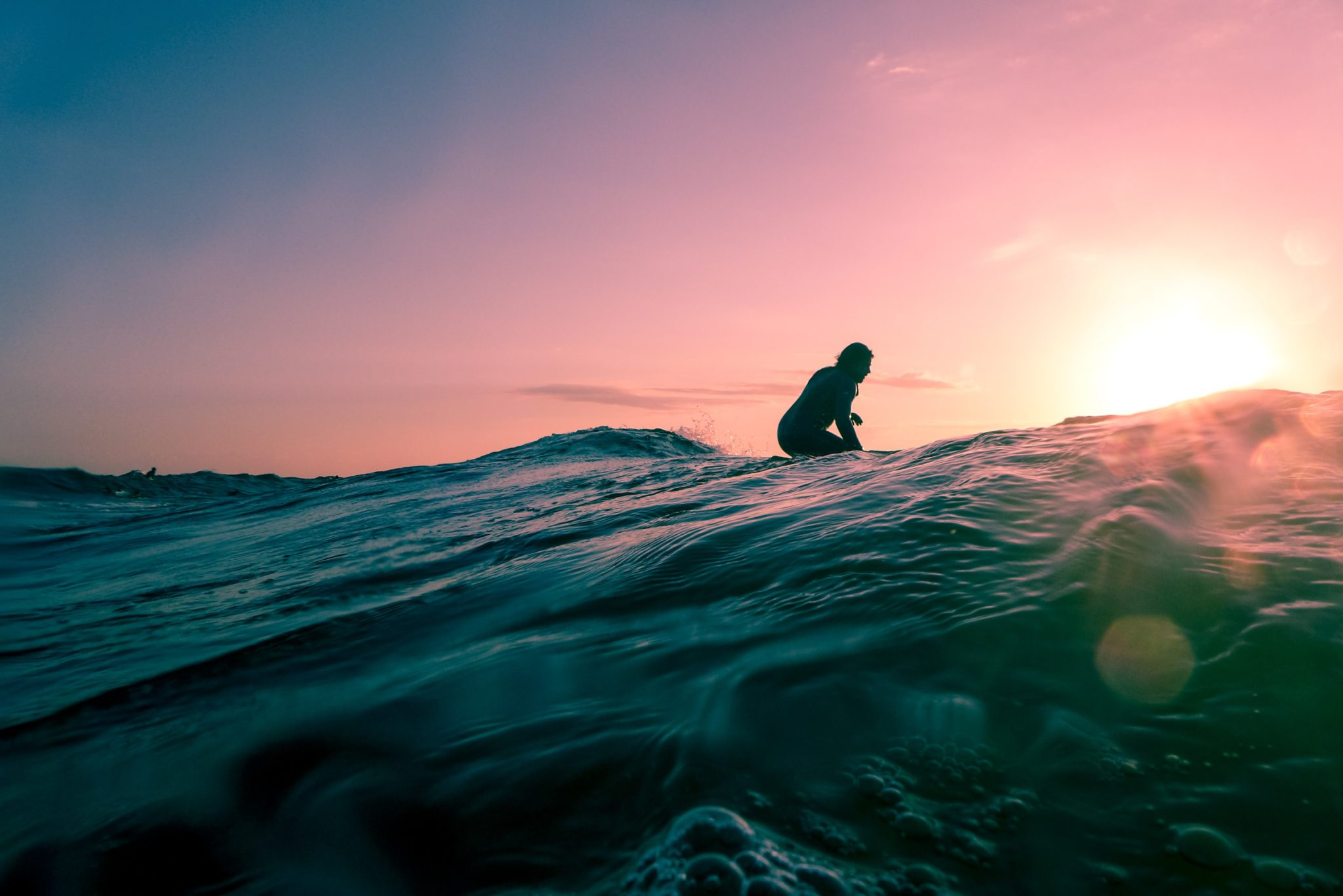 Les avantages de voyager autour du surf